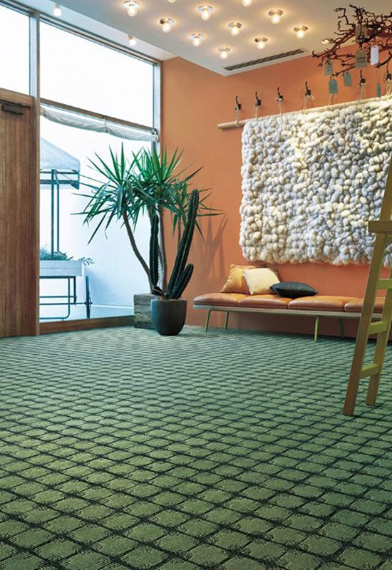 存在感のあるカーペットで暖かさと安心感を