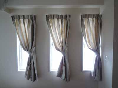 連窓片寄せカーテン