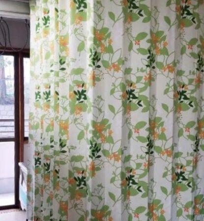 華やかに揺れるカーテン