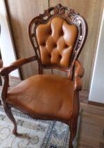 猫足の椅子